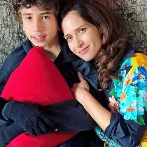 Ingra Lyberato com o filho, Guilherme (Foto: Reprodução)