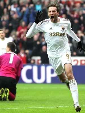 Michu comemora gol do Swansea City contra o Arsenal (Foto: Getty Images)