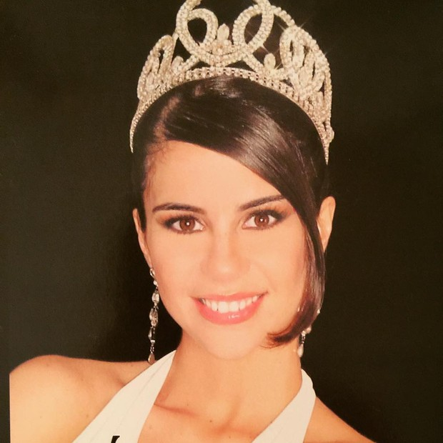 Gi Charaba coroada como Miss Acre 2003 (Foto: Reprodução/Instagram)