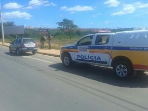 Carro do suspeito foi apreendido pela PM (Foto: Polícia Militar/ Divulgação)