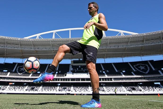 Montillo volta aos treinos no Botafogo (Foto: Vítor Silva/SSPress/Botafogo)