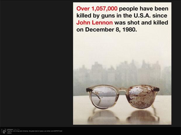 Os óculos ensanguentados de John Lennon, em foto divulgada por sua viúva, Yoko Ono, em protesto contra o uso de armas de fogo (Foto: Reprodução/Twitter)