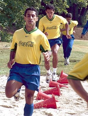 Zé Carlos no treino da Seleção em 1998 (Foto: Arquivo / Ag. Estado)