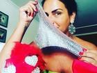 Solange Gomes mostra calcinha com brilhos que usou em ensaio técnico