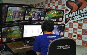 membro da equipe treina para torneios de 'League of Legends' (Foto: Divulgação/Kabum)