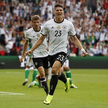 Mario Gomez Alemanha x Irlanda do Norte (Foto: Reuters)