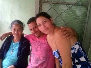 Luiza (à esq.) tinha 11 filhos, 12 netos e seis bisnetos (Foto: Regina Oliveira (Aquivo pessoal))