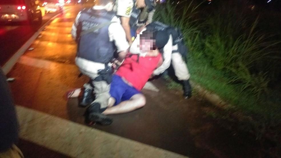 Motorista foi detido após provocar acidente, tentar fugir e desacatar policiais (Foto: Magna Cavalcante/Divulgação)