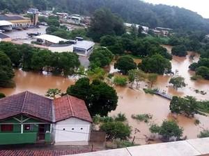 Internauta mandou foto de área alagada em Guapiara após as chuvas (Foto: Matheus Correa)