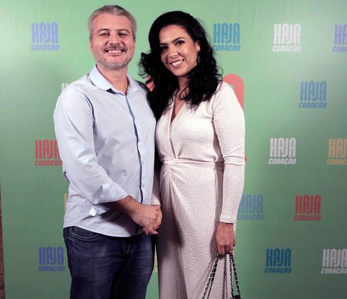 O diretor Fred Mayrink posa ao lado da esposa (Foto: Ellen Soares/ Gshow)