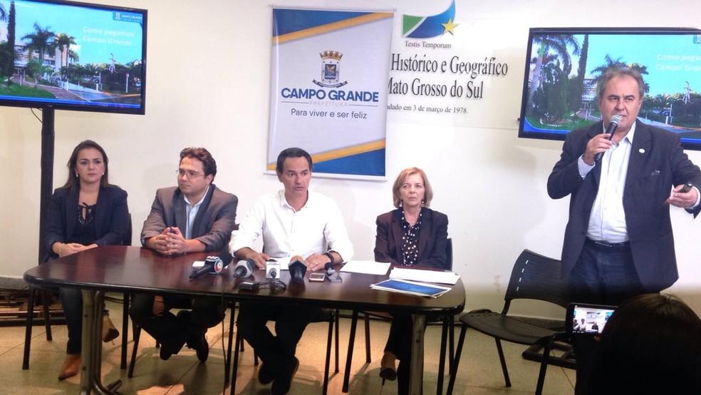 Secretário de Finanças da Prefeitura de Campo Grande explicando as medidas (Foto: Rodrigo Grando/TV Morena)