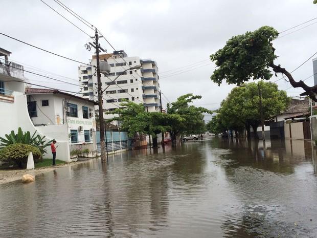 Ruas de Ilhéus ficaram alagadas nesta quarta-feira (Foto: Arquivo pessoal)