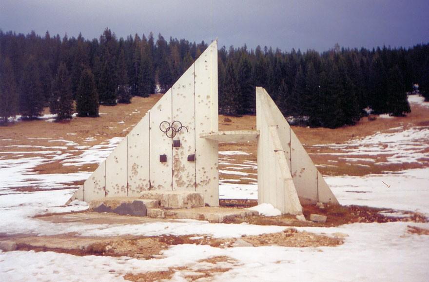 Construções olímpicas abandonadas (Foto: Hedwig Klawuttke /Divulgação)