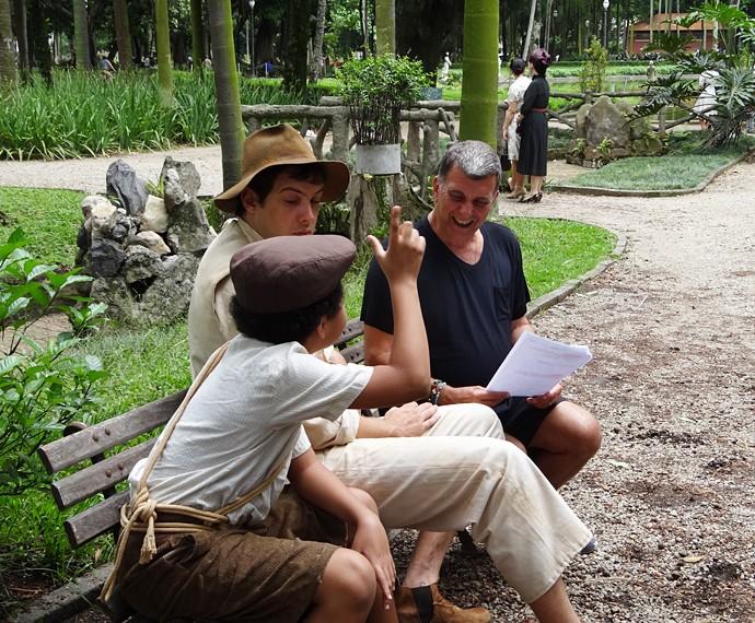 Sergio Guizé e JP Rufino ensaiam com o diretor Jorge Fernando (Foto: Walter Dhein/Gshow)