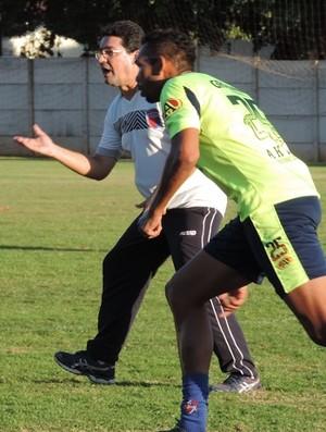 Técnico Lelo comanda seu primeiro treino pelo Grêmio Prudente (Foto: João Paulo Tilio / Globoesporte.com)