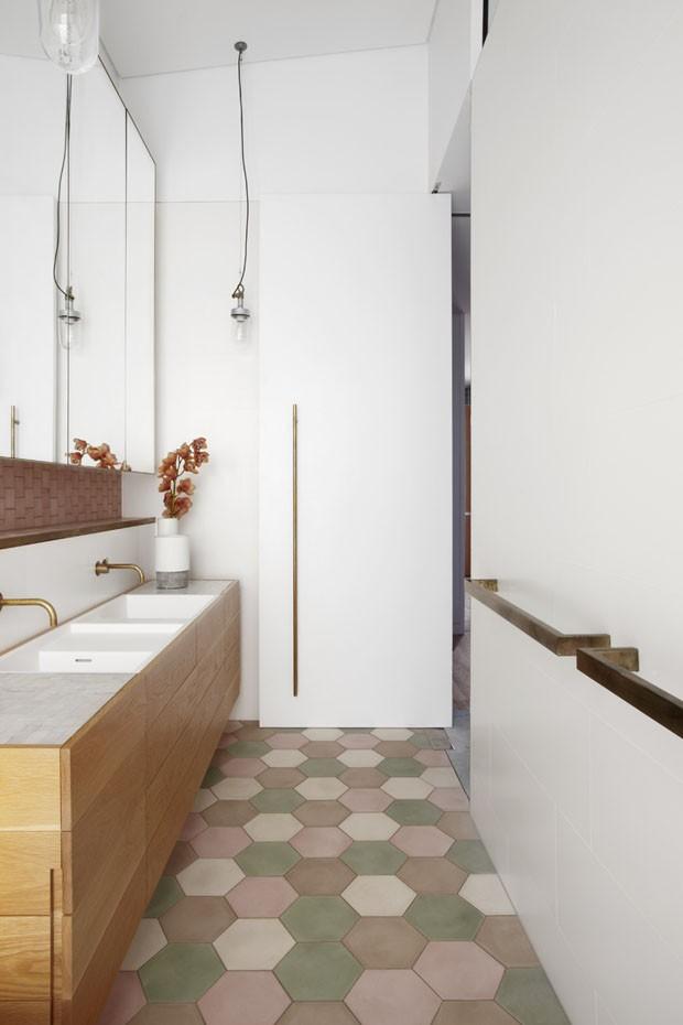 Décor do dia: lavabo clean, geométrico e com candy colors (Foto: reprodução)