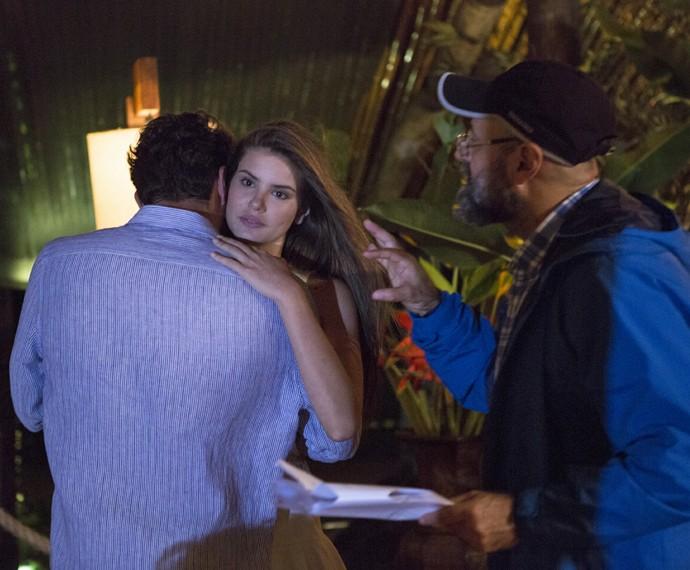 Camila Queiroz e Rodrigo Lombardi ensaiam a cena do forró  (Foto: Felipe Monteiro / Gshow)