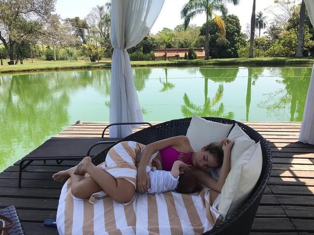 Adriana Sant'Anna posa com o filho, Rodrigo (Foto: Reprodução / Instagram)