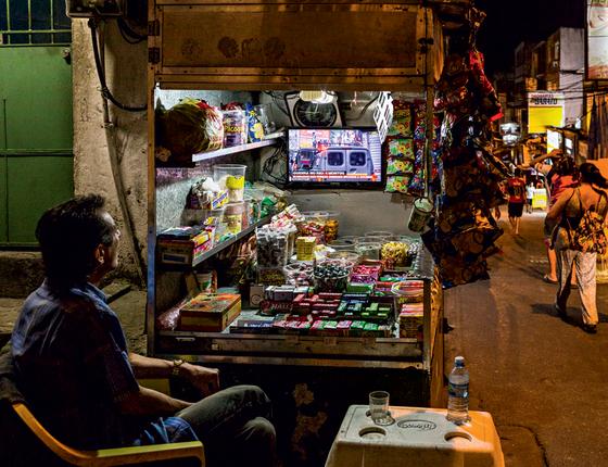 Comerciante atua na Rocinha  (Foto:  Ana Carolina Fernandes/ÉPOCA)