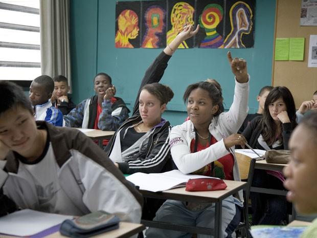 Trabalhar em um colégio difícil pode ser gratificante', diz professora agredida (Foto: BBC/Reprodução)
