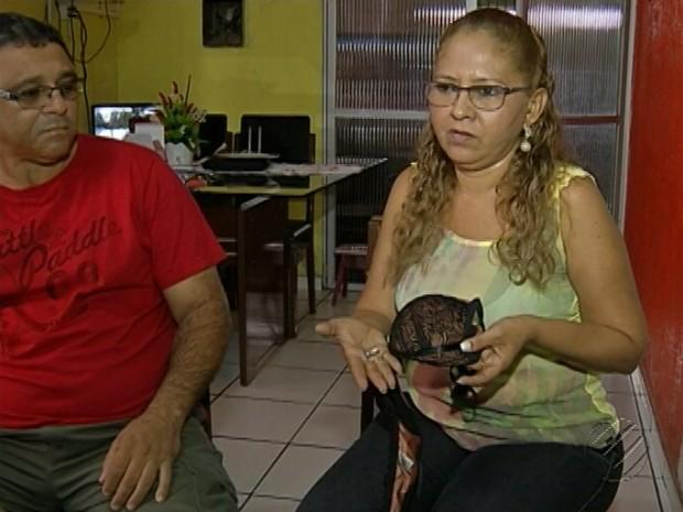 Alça de sutiã amortece bala perdida que atingiu comerciante em Belém (Foto: Reprodução/TV Liberal)