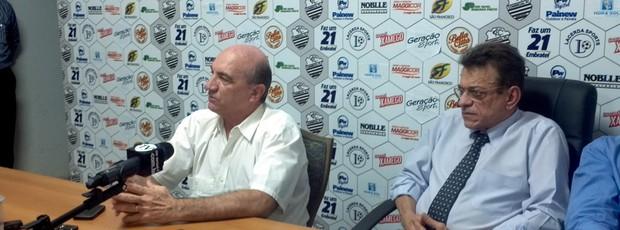 Técnico Vilson Tadei e Nelson Lacerda, presidente do Comercial-SP (Foto: João Fagiolo / Globoesporte.com)