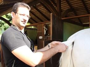 Cristiano Geonir, ator e adestrador de cavalos do Beto Carrero World (Foto: Divulgação / Christina Fuscaldo)