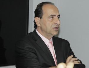 Alexandre kalil em Montes Claros (Foto: Valdivan Veloso / Globoesporte.com)