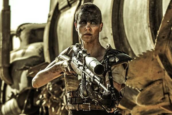 Charlize Theron como a personagem Furiosa em 'Mad Max: Estrada da Fúria' (Foto: Divulgação)