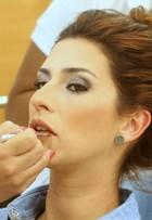 Fernanda Paes Leme tem dia de beleza em salão