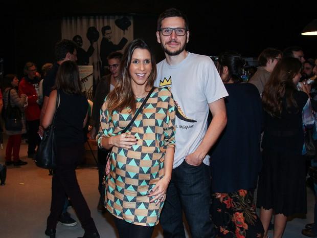 Grávida, Sarah Oliveira e o marido, Thiago Lopes, em pré-estreia de filme em São Paulo (Foto: Manuela Scarpa/ Brazil News)