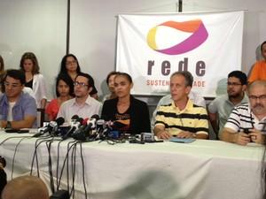 Marina Silva, ao lado de integrantes da Rede, durante entrevista coletiva em Brasília (Foto: Fabiano Costa / G1)
