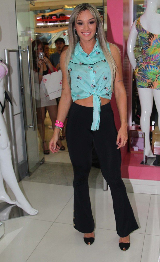 Juju Salimeni em shopping em São Paulo (Foto: Thiago Duran / AgNews)