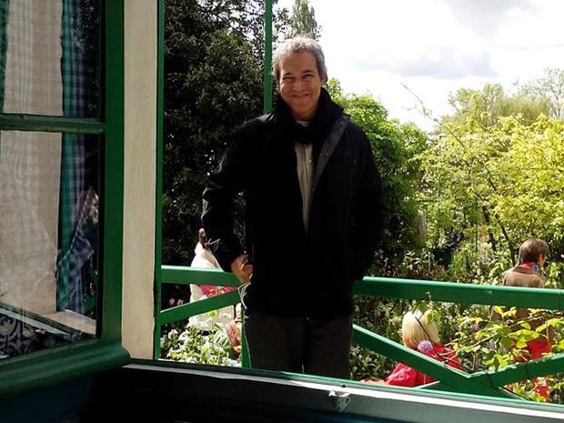 Elvis Silva Magalhães, hoje com 48 anos, viveu até os 38 com anemia falciforme: crises de dores intensas e transfusões de sangue faziam parte de seu cotidiano. Há 10 anos, fez transplante de medula óssea e se curou (Foto: Márcia C. Lima Pereira/Arquivo Pessoal)