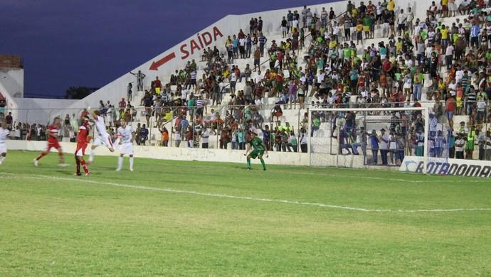 Luciano fez grandes defesas na vitória de 1 a 0 do Salgueiro contra o CRB (Foto: Emerson Rocha)