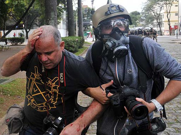 Fotógrafo Sérgio Moraes é ferido na cabeça durante protesto em Belo Horizonte (Foto: Divulgação/Polícia Militar)