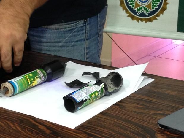 Identificacao do rojão foi feita com apoio do Esquadrão anti-bombas da PM (Foto: Kathia Mello / G1)
