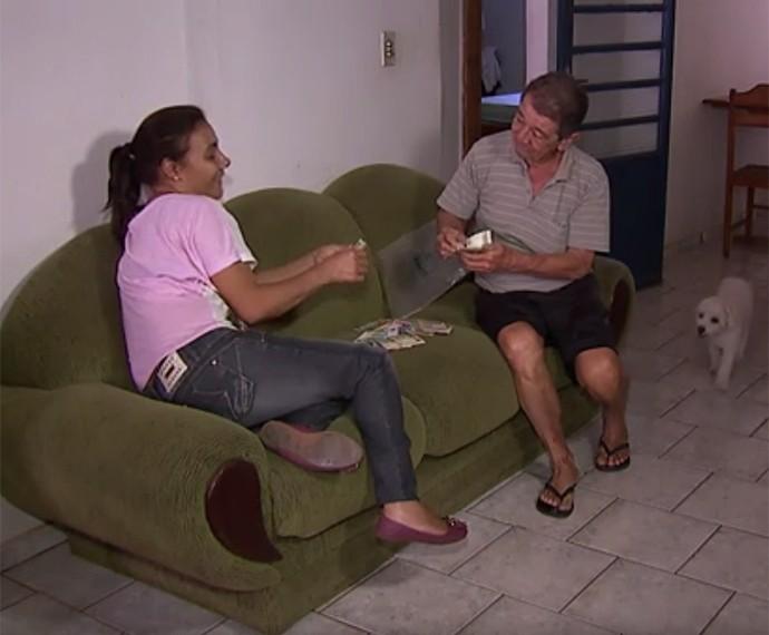 Aposentado perde todo o dinheiro guardado (Foto: Caldeirão / TV Globo)