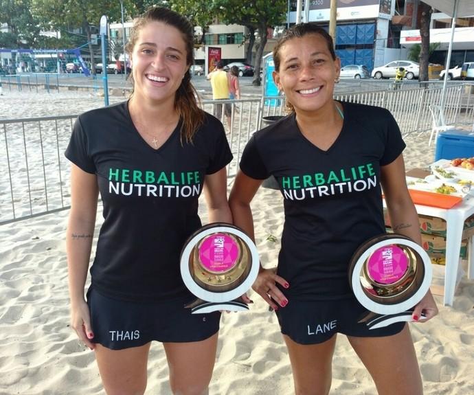 Lane e Thaís vão representar o Brasil em evento-teste de futevôlei após a Olimpíada (Foto: Arquivo Pessoal)