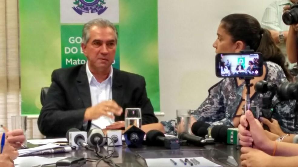 Governador Reinaldo Azambuja (PSDB) durante coletiva de imprensa (Foto: Juliene Katayama/G1 MS)