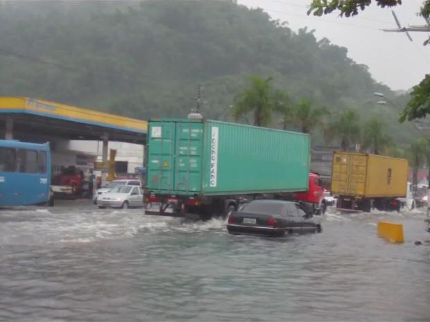 Obras para acabar com enchentes começam na Zona Noroeste (Foto: Reprodução / TV Tribuna)