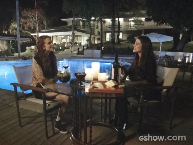 Vanessa e Flavinha conversam e planejam viagem juntas (Foto: Em Família / TV Globo)