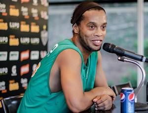 Ronaldinho Gaúcho na coletiva (Foto: Bruno Cantini / Flickr do Atlético-MG)