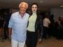 Antônio Fagundes e a namorada prestigiam Bibi Ferreira em São Paulo