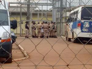 Revista acontece após autorização da Justiça do Tocantins (Foto: Fabíola Selis/TV Anhanguera)