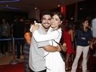 Caio Castro e Maria Casadevall trocam carinhos durante evento