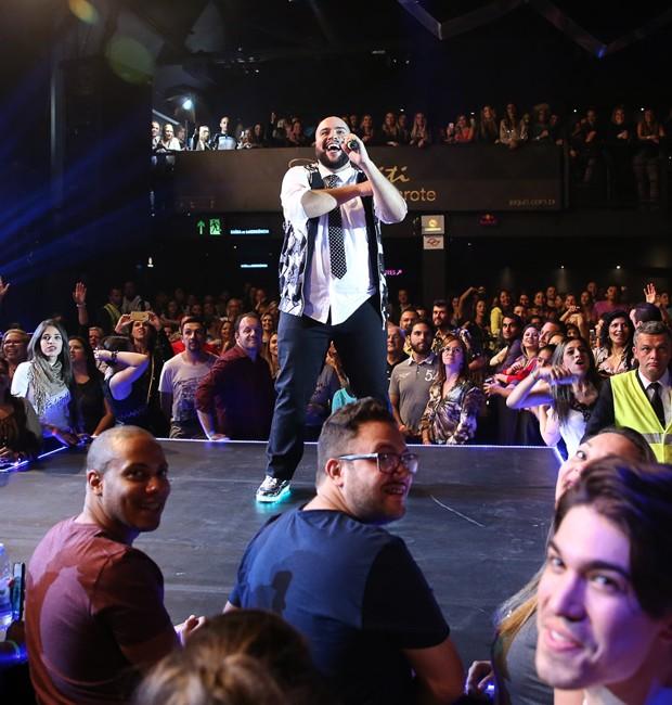 Tiago Abravanel comemora presença da família e do público no Baile do Abrava (Foto: Manuela Scarpa/Brazil News)