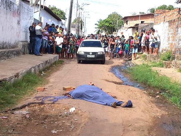 Duplo homicídio é registrado na Vila Luizão, um por linchamento (Foto: Domingos Ribeiro)