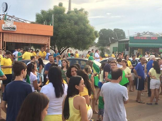 Manifestação em Balsas aconteceu na tarde deste domingo (13) na Avenida Raimundo Felix (Foto: Ana Paula Cardoso)