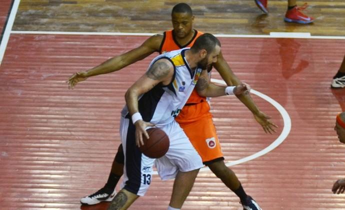 Caio Torres São José x Goiânia Basquete NBB (Foto: Tião Martins/ Divulgação PMSJC)